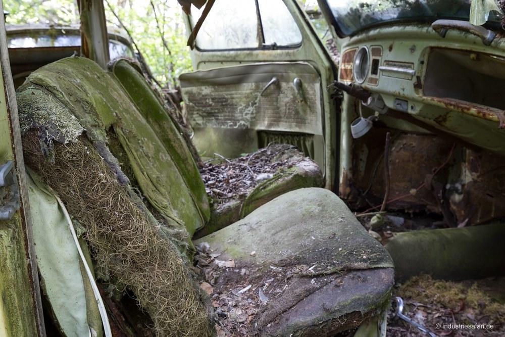 129_18_Autofriedhof_B